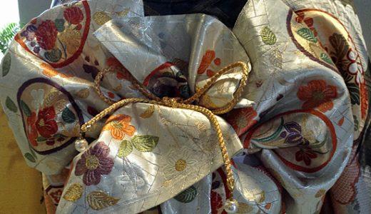 ゆるゆる編み込みのアレンジで振袖を着る。けっこうオシャレに見えるから不思議。