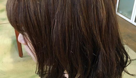 オレンジレッド系のヘアカラー「ドーリーローズカッパー」。冬になじむ暖色系ヘアカラー。