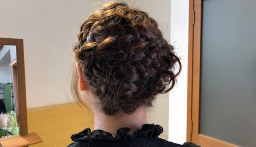 結婚式のゲストヘアに、こんな編み込みヘアはいかがでしょうか?